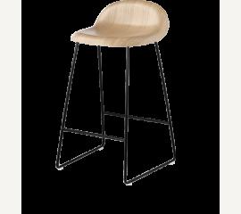 GUBI 3D barová stolička s dýhovým sedákem a kovovou podnoží